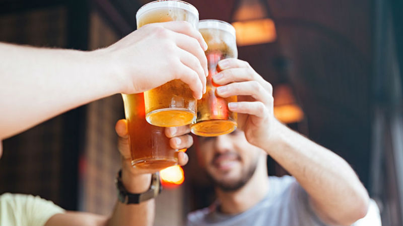 Drinks beer boys men